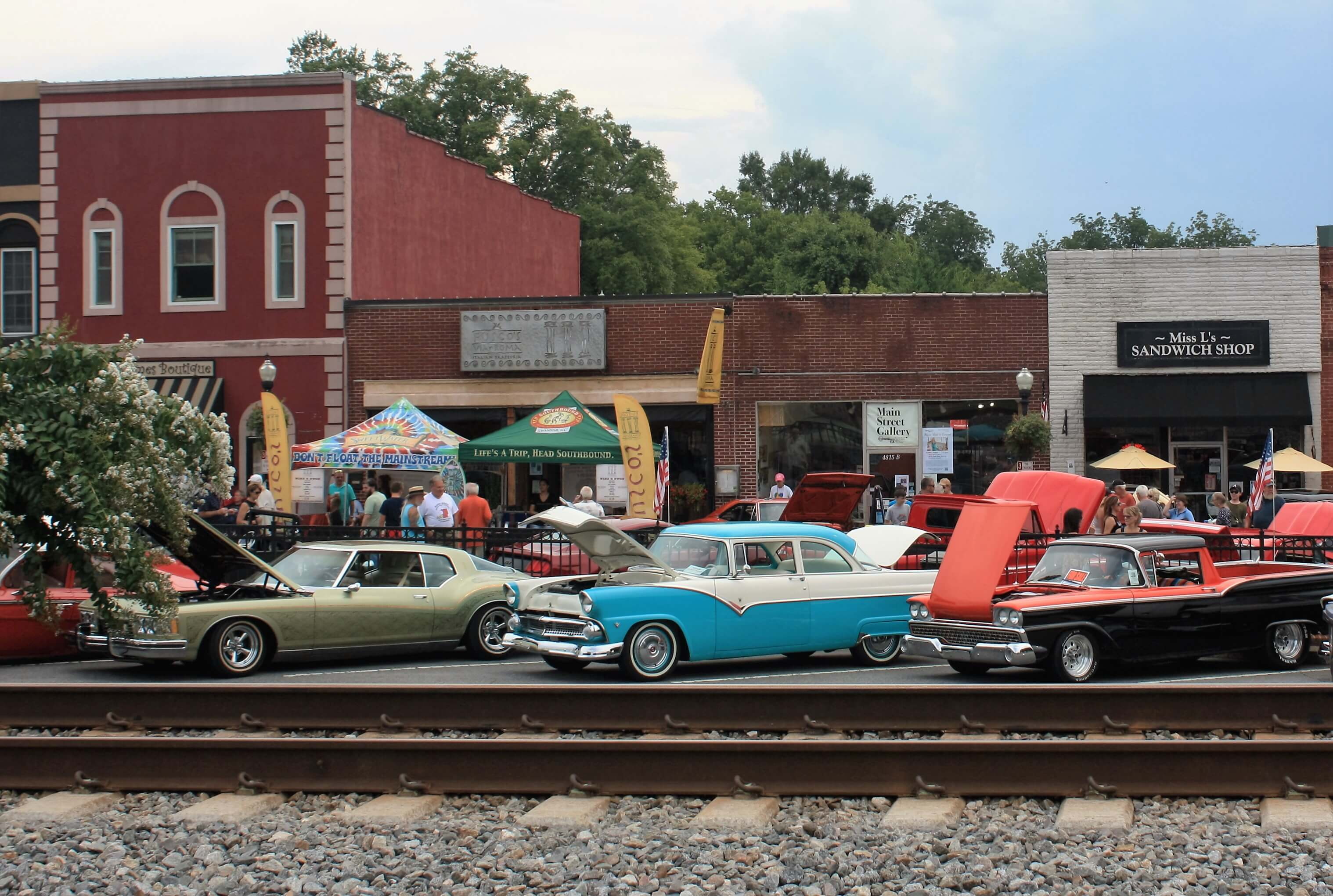 Classic Cars Roll Into Acworth